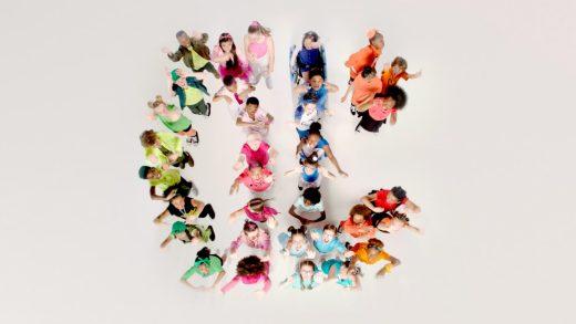 Kids forming CBBC logo